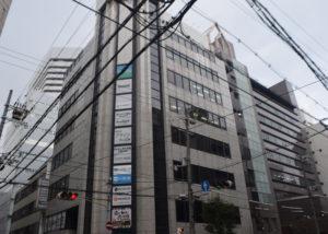 60m進み1つ目の信号を渡った交差点左角のビル8F(新大阪第一ビル)がCONNECT新大阪です。